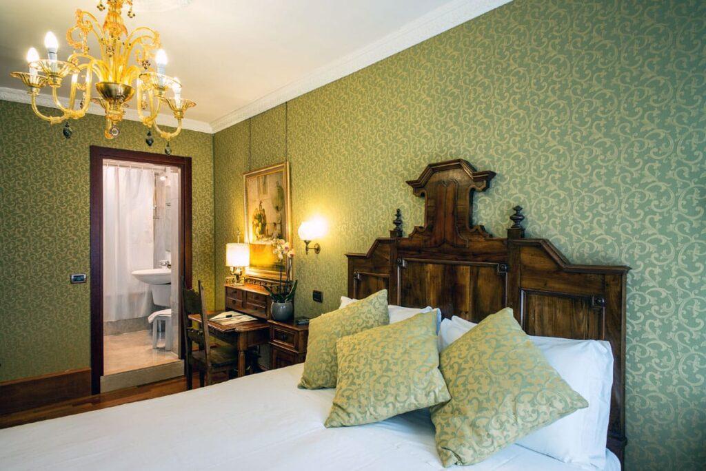 lits jumeaux adultes but amazing chambre lits jumeaux adultes nonfumeurs with lits jumeaux. Black Bedroom Furniture Sets. Home Design Ideas